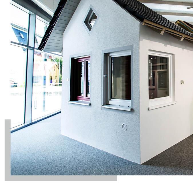 Fassade und Fensterelemente in der Ausstellung von Schwarz & Sohn