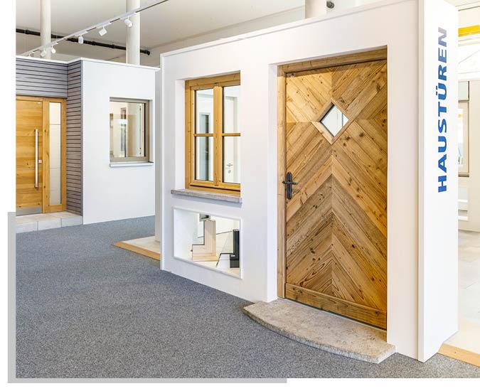Haustür in der Ausstellung von Schwarz & Sohn in Traunstein