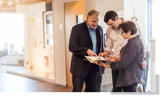 Beratung in der Ausstellung für private Bauherren: Dienstleistungen bei Schwarz & Sohn
