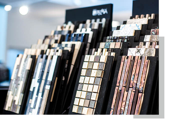 Standorte: Mosaikfliesen in der Ausstellung von Schwarz & Sohn